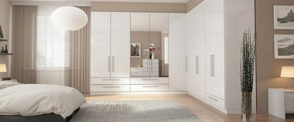 weißer-eckschrank-mit-spiegel-schlafzimmer