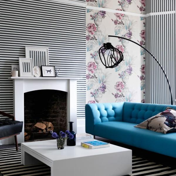 wohnzimmertapeten-kombination-aus-streifen-und-blumen-schwarz-weiß