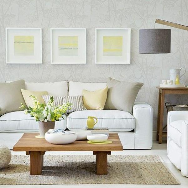 wohnzimmer-mit-tapeten-mit-cremeweißer-farbe-kleistern-weißes Sofa