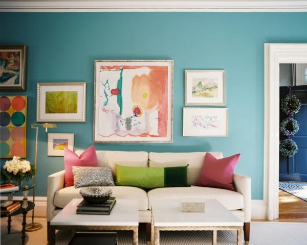 wohnzimmer-mit-wandfarbe-türkis-und-vielen-bildern-bunte-gestaltung