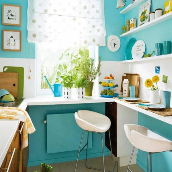 wunderbare-küche-mit-türkis-wandfarbe-weiße-regale