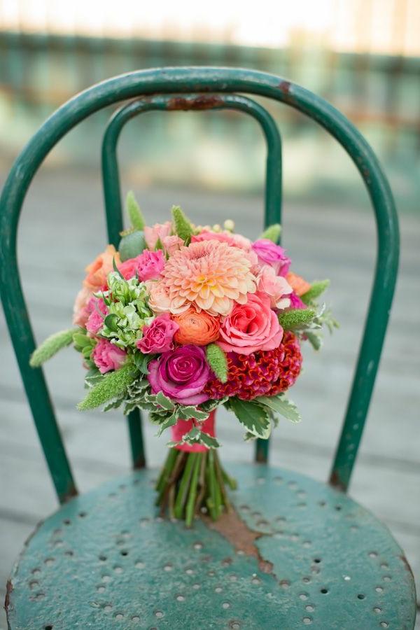 wunderbarer-hochzeitstrauß-für-die-ehefrau-frische-farben