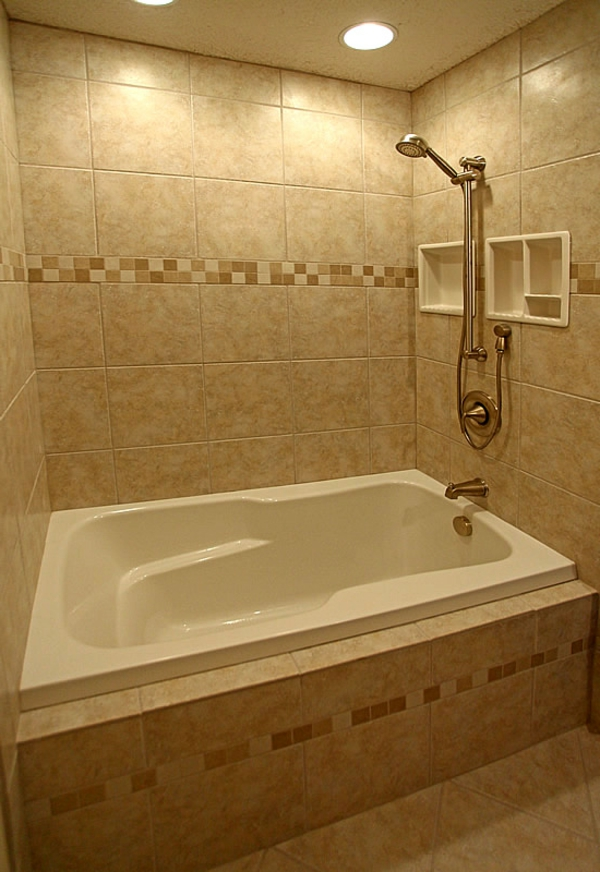wunderschöne-badewanne-einfliesen- kleines badezimmer modern ausstatten