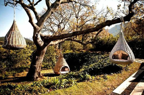 märchenhafte-idee-für-relax-im-Freien-mit-Korbhängesessel