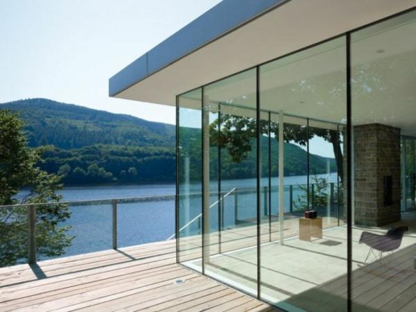 wunderschönes-design-modernes-glashaus mit einem wunderschönen blcik
