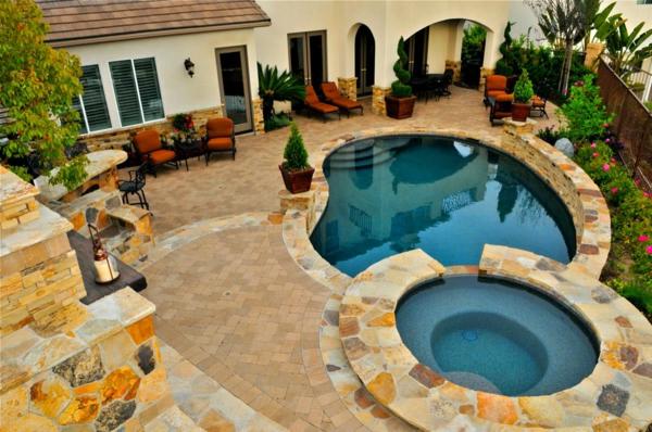 zwei-pools-von-oben-genommen- sehr schönes haus gestaltung