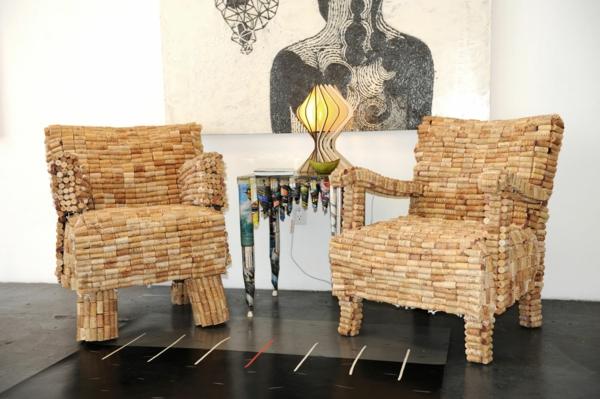 zwei-stühle-aus-korken-modernes-design-neu