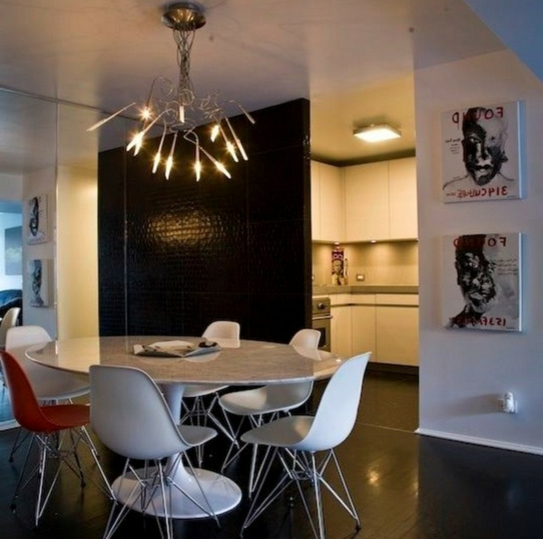 Tulip-Tisch-in-der Küche-mit-schönem-Licht