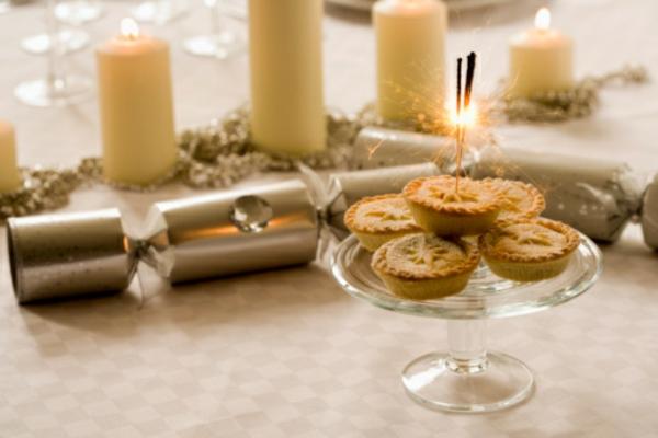 Tischdeko-Kerzen-im-Weiss