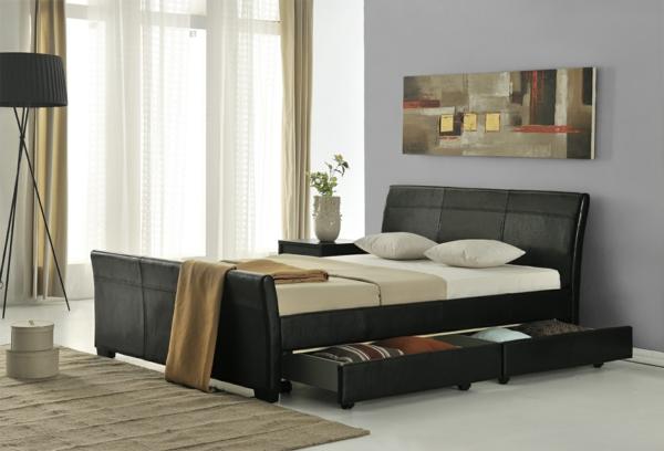 elegantes-doppelbett-mit-einer-nachtlampe-und-grauer-wand