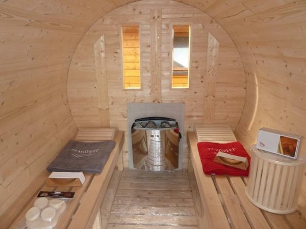 Garten-Sauna-Holz-drinnen-tücher