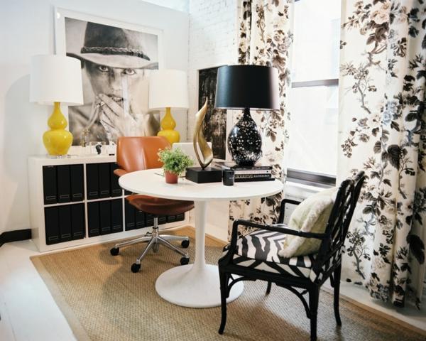 Tulip-Tisch-Mit-schwarzem-Stuhl