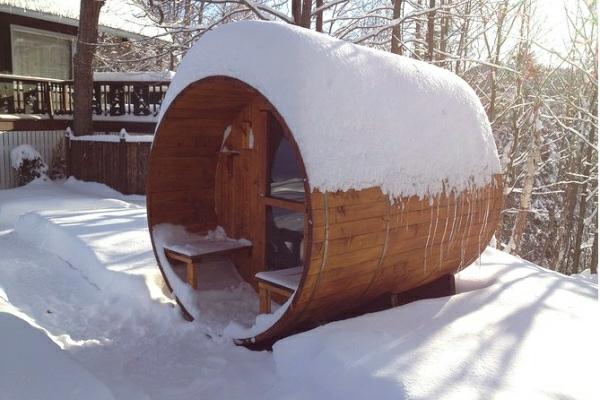Garten-Sauna-Holz-schnee