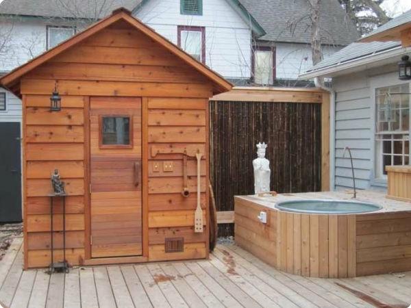 Garten-Sauna-Holz-und-wasser