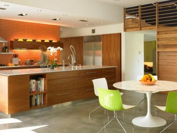 Tulip-Tisch-in-der-Küche-mi-grünen-Stühlen