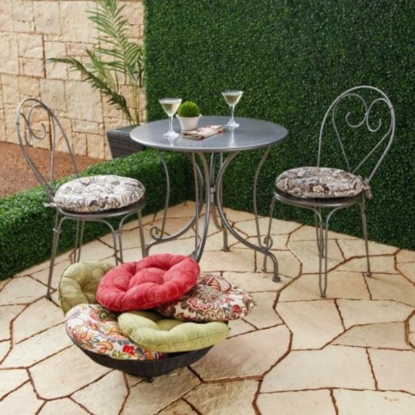 runde stuhkissen-mit zwei-Stühle-outdoor