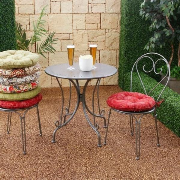 runde- stuhkissen-bunte-für den-Tisch-draußen