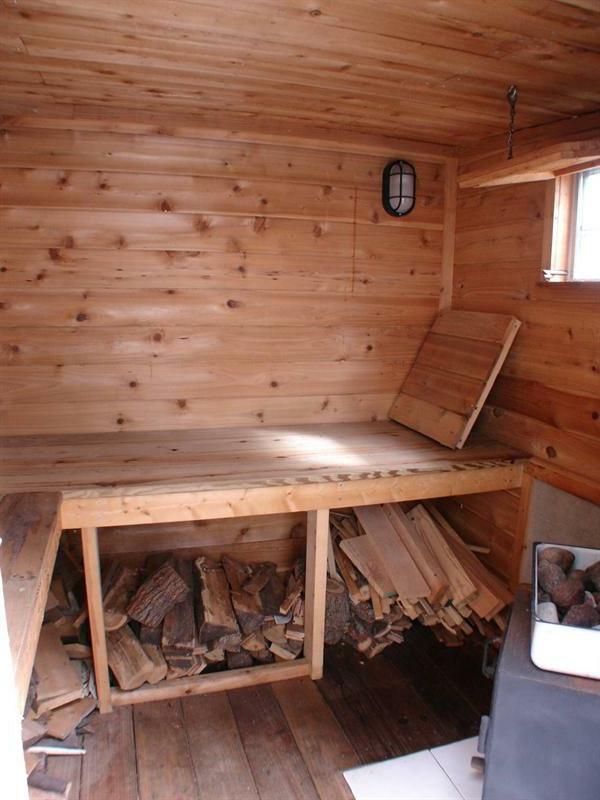 Garten-Sauna-Holz-von-drinnen