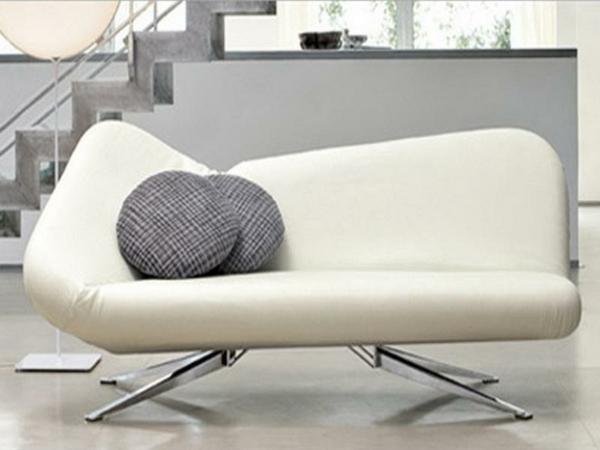 weisser-couch