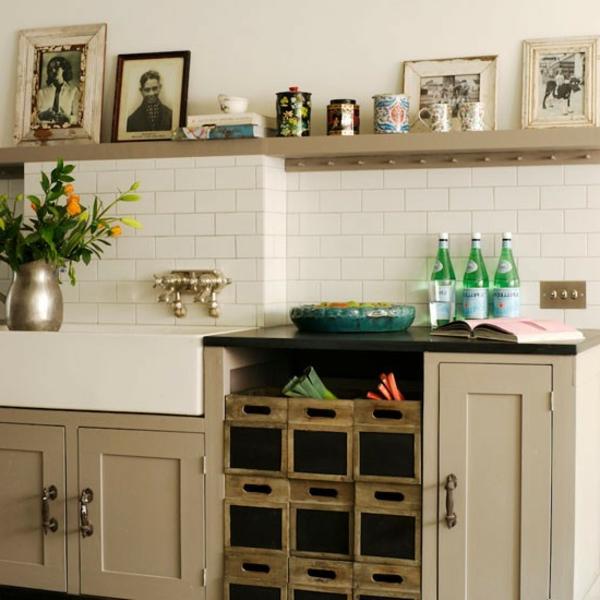Altmodische-Möbel-in-Beige-Vintage-Design-Küchengestaltung