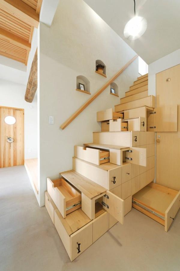 Aufbewahrung-Platzsparende Treppen-Holz-Idee