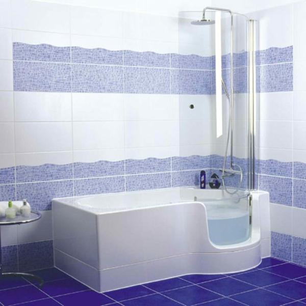 tolle-Badewanne-mit-Duschzone-lila-weiß