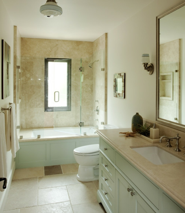 Badewanne-mit-Tür-und-Dusche-für-kleines-Badezimmer