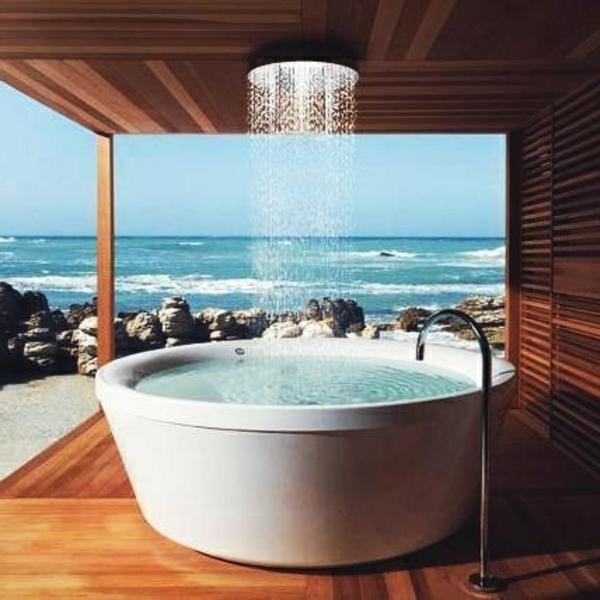 Badewanne-und-Dusche-kombiniert-draußen-baden-paradies