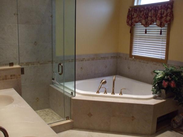Badewannen-für-kleines-Badezimmer-klassisches-Design
