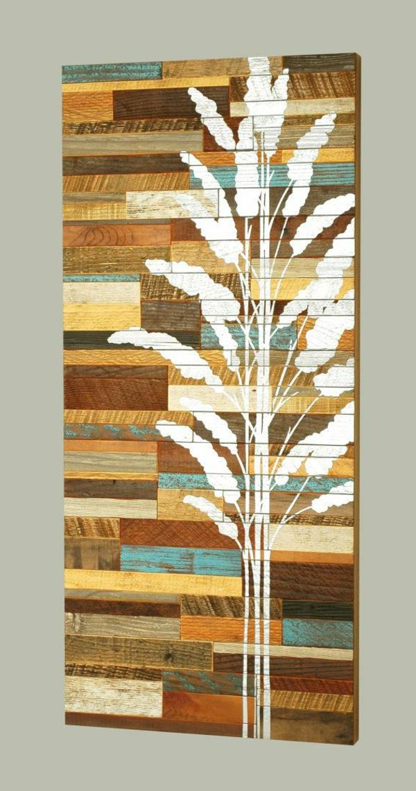 weißer-Baum-auf-gestreichten-Holzpaletten-Dekoidee
