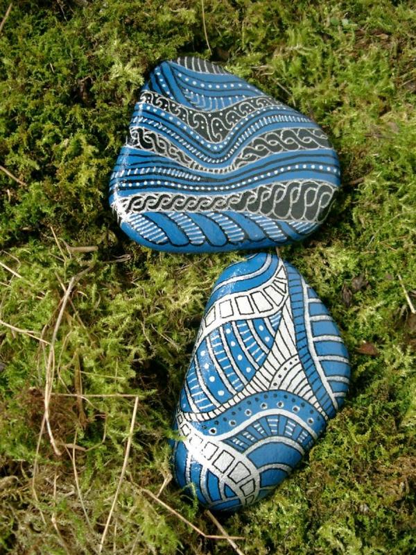 toll-bemalte- Steine-als-Dekoration-für-den-Garten