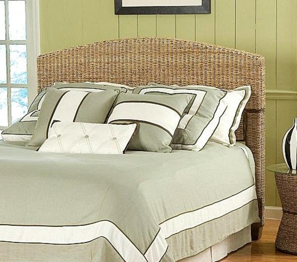 schönes-Bett-Bananenblätter-tropisches-Bett