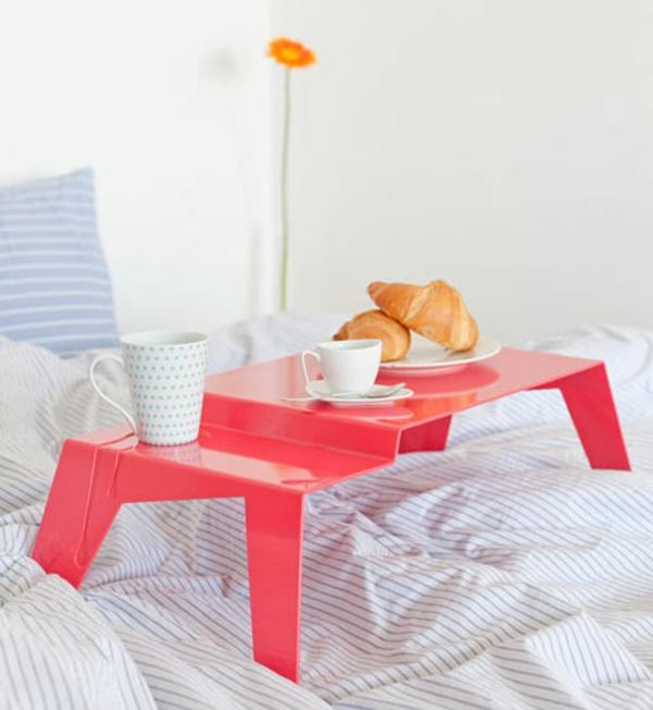 Betttablett-Frühstücken-im-Bett