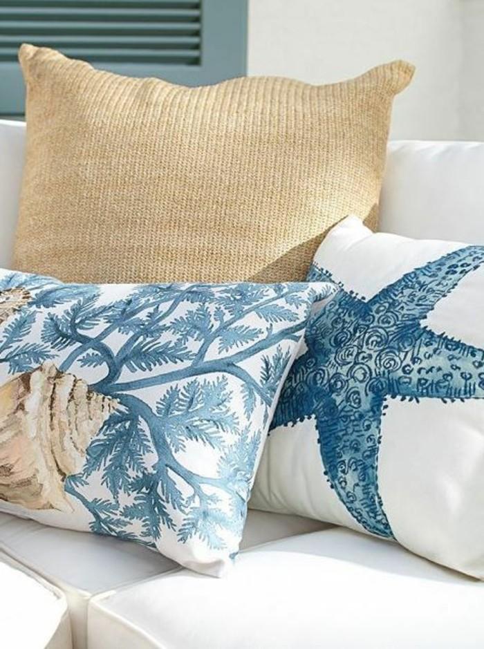 Blaue-Kissen-mit-Motive-aus-Meer