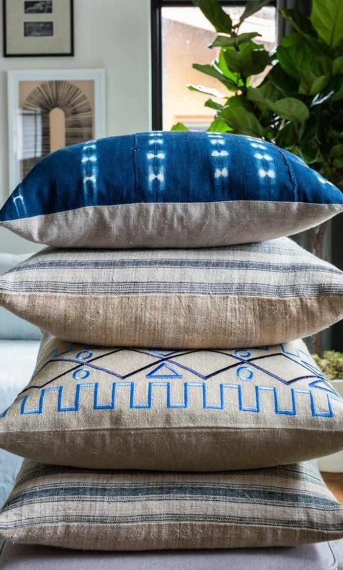 Blaue-Kissen-sind-schöne-dekoration