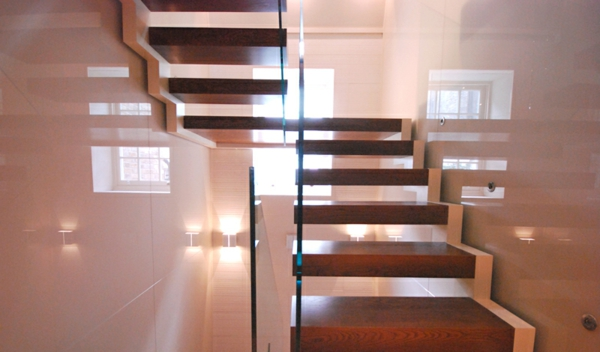 praktische-idee-Freischwebende Treppe-holz-und-glas
