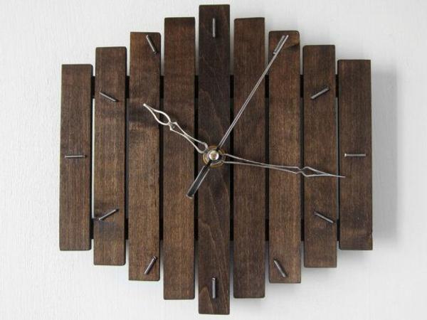 Dekoelement-Wanduhr-aus-Holzplatten-Idee