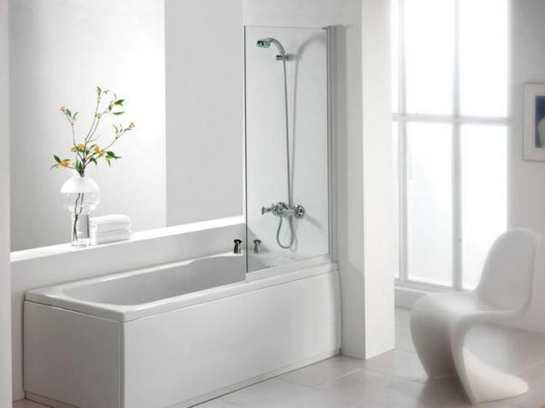elegante-Dusche-und-Badewanne-in-einem-weiße-Farbe