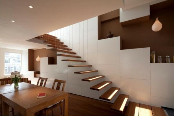 freitragende treppe mit schwarzen stufen sch ne minimalistische. Black Bedroom Furniture Sets. Home Design Ideas