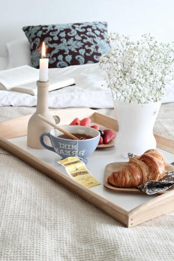 Frühstück-im-Bett-Holztablett-praktische-Idee
