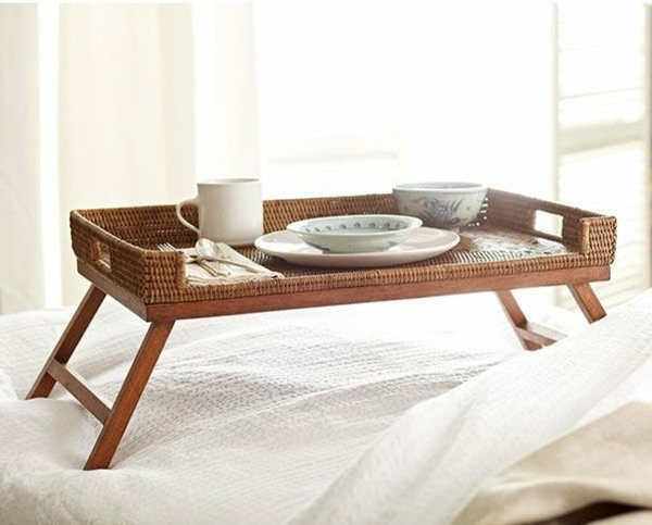 Idee-Frühstücken-im-Bett-Holztablett