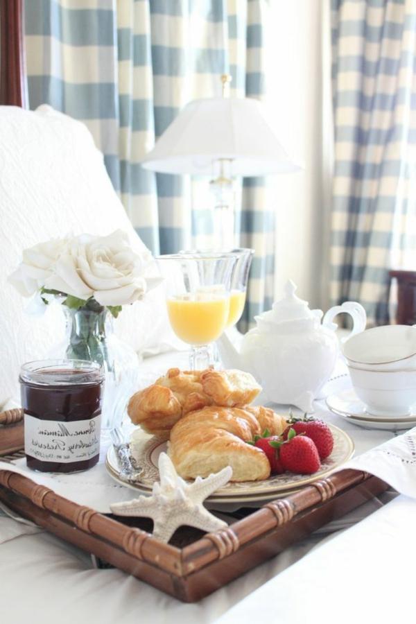 Frühstückstablett-fürs-Bett-Holz-Blumenvase