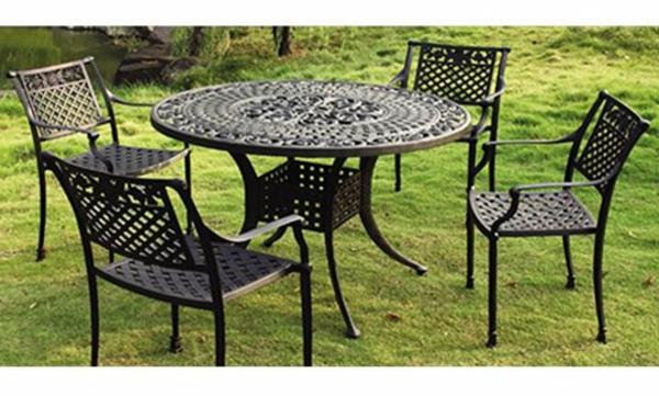 Gartenmöbelset-aus-Metall-Komfort-im-Garten-schwarz