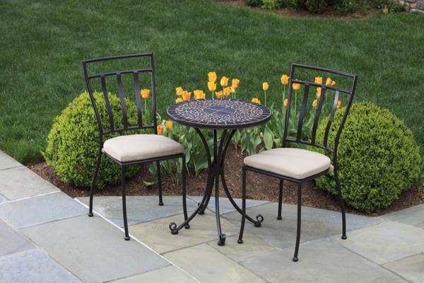 Gartenstühle-aus-Metall-mit-Sitzkissen