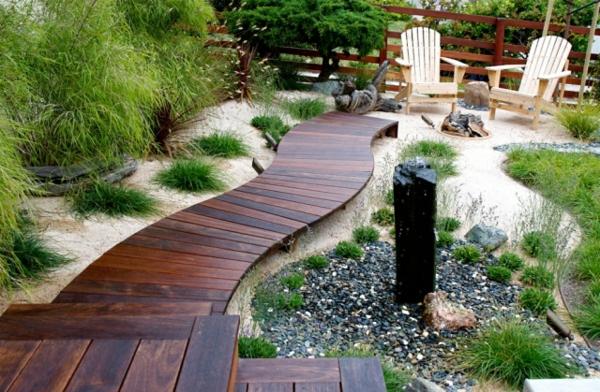 Gartenwege-anlegen-schön-holzplatten-verwenden-einfach-selber-machen