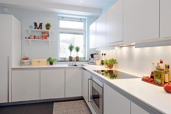 Gestaltung-für-kleine-Küche-weiße-Farbe-Idee