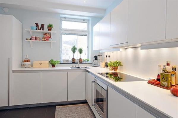 weisse kleine kueche landhausk chen individuell geplant. Black Bedroom Furniture Sets. Home Design Ideas