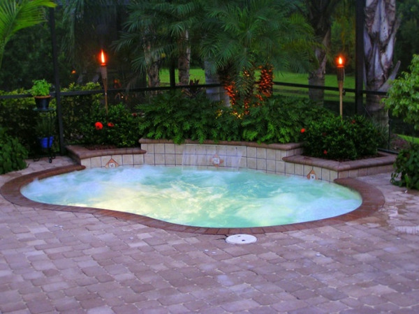 Innenhof-Garten-Pooldesign-Idee-runde-Form