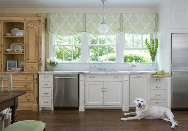 Retro-Küchengestaltung-mit-Möbeln-in-Vintage-Stil-weiß-und-Holz