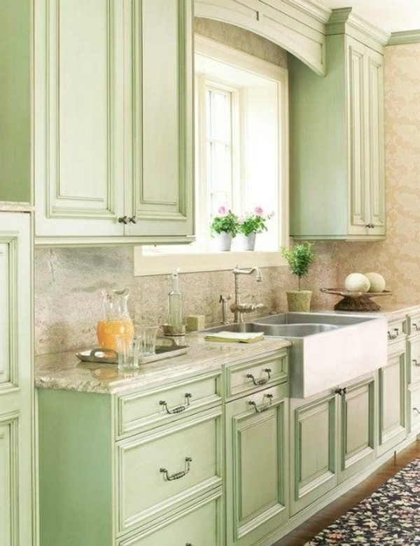 Küchengestaltung-mit-Vintagemöbel-in-Grün-Idee